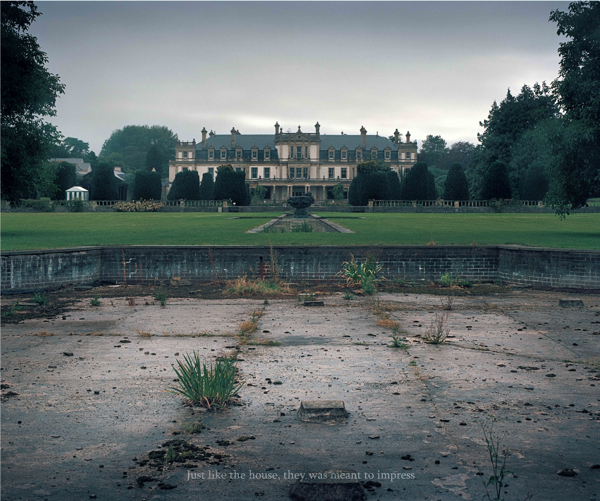3_dyffryn-house-from-the-distance