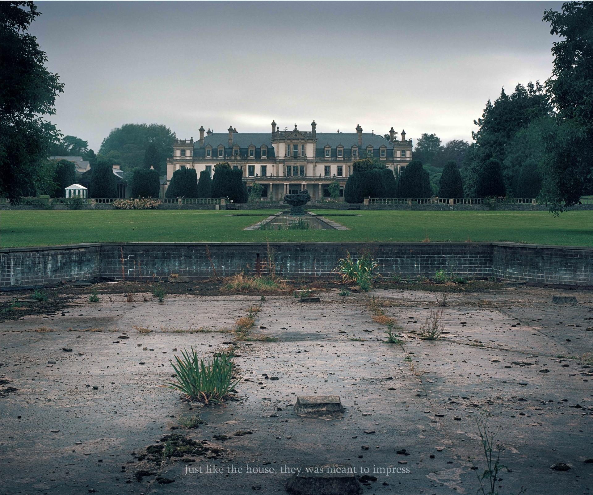 3_dyffryn-house-from-the-distance